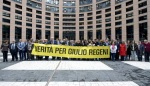 Manifestazione per Giulio Regeni degli europarlamenatri italiani che si è svolta a Strasburgo, 13 aprile 2016. ANSA/UFFICIO STAMPA ++ NO SALES, EDITORIAL USE ONLY ++
